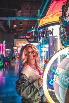 New Ideas For Photography Inspo Photographers Carnival Photography, Neon Photography, Portrait Photography Poses, Artistic Photography, Fashion Photography, Photoshoot Concept, Photoshoot Themes, Photoshoot Inspiration, Neon City