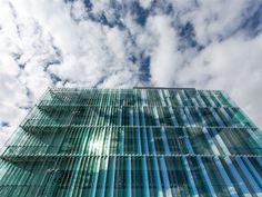 Bildergebnis für vertikale glaslamellen Skyscraper, Multi Story Building, Glass, Photo Illustration, Skyscrapers