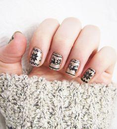 Nailstorming - Merry Christmas nailucie christmas nail art nailsotrming Noël Xmas Rennes Stamping Tuto