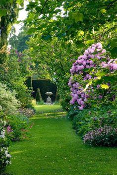 hortensia rabatt The Land Gardners at Wardington Manor - The Glam Pad Love Garden, Shade Garden, Dream Garden, Formal Gardens, Outdoor Gardens, Garden Paths, Garden Landscaping, Landscape Design, Garden Design
