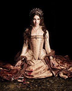 Mary Queen of Scots from Reign -- a show we watch regularly. Not historically accurate, but entertaining. Reign Dresses, Royal Dresses, Mary Stuart, Medieval Costume, Medieval Dress, Covet Fashion, Queen Mary Reign, Adelaine Kane, Reign Tv Show