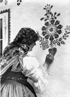 Malérečka, folklor Arte Floral, Eslava, Pattern Art, Art Patterns, Arte Popular, Beautiful Patterns, Traditional Dresses, Mother Earth, Folk Art