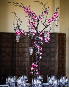Centerpiece: Branches with orchids & hanging tealight candles