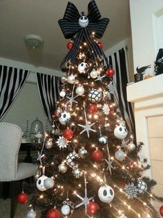 20 Black Christmas Tree With Gothic Style style gothic christmas black Christmas Tree Tumblr, Nightmare Before Christmas Decorations, Black Christmas Trees, Christmas Tree Themes, Christmas Tree Decorations, Christmas Holidays, Halloween Christmas Tree, Xmas Tree, Frozen Christmas Tree