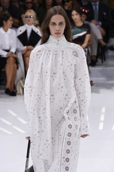 How to make 18th century clothes relevant in #SS15 fromdior. Smock dresses, delicate prints and precious embroidery. #PFW #SS15