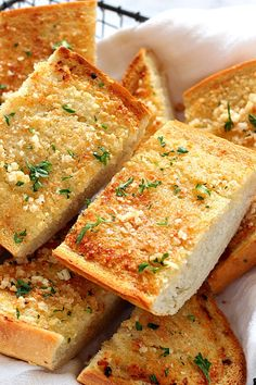 Easy Garlic Bread Recipe - the best and easiest side dish to pasta dinner or soups! Crispy, warm bread with buttery garlic topping is even better made at home.