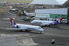 https://flic.kr/p/qomb8v | Hawaiian Airlines, Boeing 717 | PHNL (Honolulu International, Hawaii Dec. 28, 2014  Going to, and coming from the gate.