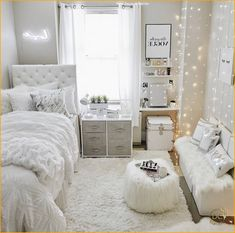 awesome college bedroom decor ideas and remodel 18 College Bedroom Decor, Bedroom Decor For Teen Girls, Cute Bedroom Ideas, Cute Room Decor, Room Ideas Bedroom, Teen Room Decor, Student Bedroom, Bedroom Sets, Dorm Room Designs