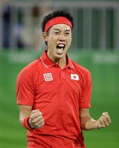 男子シングルス準々決勝でフランスのガエル・モンフィスに競り勝ち、喜ぶ錦織圭。日本勢で96年ぶりの4強入りを果たした=リオデジャネイロ(共同)  錦織、激戦を制し日本勢で96年ぶりのベスト4進出/テニス