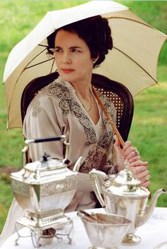 Cora Crawley -- thinking of going as Lady Crawley for Halloween 2013 :) Any ideas on how?!