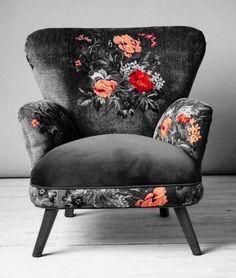 Dark floral armchair - Diy Home Decor Funky Furniture, Furniture Makeover, Furniture Decor, Tv Decor, Furniture Sets, Home Design, Interior Design, Bar Interior, Dark Living Rooms