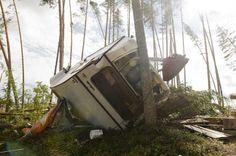 Trombi tai syöksyvirtaus tuhosi lerintäalueen Uuraisissa  kesällä 2010.