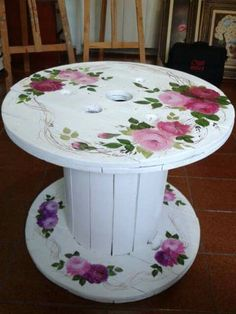 handgemachte DIY Möbel, The Effective Pictures We Offer You About Decoupage videos A quality picture can tell you many things. You can find the most beautiful pictures that c Decoupage Furniture, Repurposed Furniture, Pallet Furniture, Furniture Makeover, Painted Furniture, Furniture Ideas, Furniture Design, Decoupage Glass, Handmade Furniture