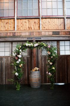 Trellis + barrel for bride's bouquet.     Photography By / http://seastudio.us,Coordination By / http://clutchevents.com