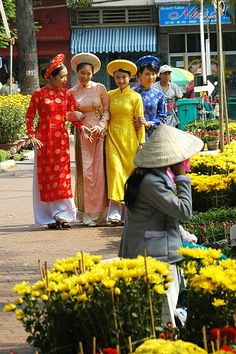 women wearing traditional dress - Saigon, Vietnam http://viaggi.asiatica.com/