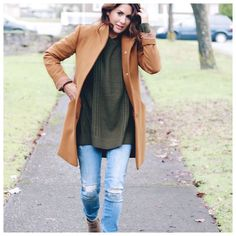 Holiday Dressing: Going out vs. Staying in - Jillian Harris I love how you can dress this sweater up or down … but it here -> Pretty Little Dress, Little Dresses, Fall Winter Outfits, Autumn Winter Fashion, Winter Style, Spring Fashion, Jillian Harris, Fashion Mode, Sporty Fashion