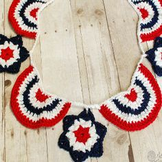 Celebrate the Red, White, and Blue with this quick and easy Star Spangled Banner Crochet Bunting pattern! I saw someone on Ravelry work up my Granny Star Pattern in red, white, and blue and thought that would be a perfect idea for a of July bunting! Patriotic Bunting, Patriotic Crafts, July Crafts, Holiday Crafts, Crochet Bunting Free Pattern, Easy Crochet Patterns, Crochet Ideas, Quick Crochet, Crochet Yarn