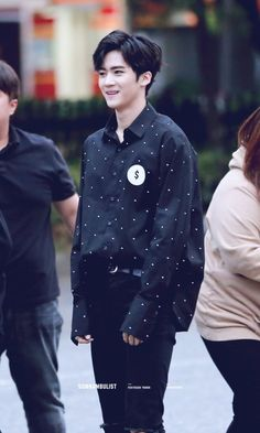 he looks so awkward i love him Bias Kpop, Fandom, E Dawn, Fans Cafe, Cube Entertainment, Bias Wrecker, Korean Beauty, Pop Group, Vixx