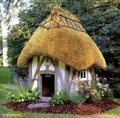 Daily Classic: Barkitecture, a thatched roof doghouse. would love to have a thatched roof on anything in my yard, maybe even the garden shed! This is just fabulous! How i will design the dog house for my new french country home! Fairy Houses, Dog Houses, Play Houses, Hobbit Houses, Garden Houses, Garden Buildings, Fairytale Cottage, Storybook Cottage, Garden Cottage