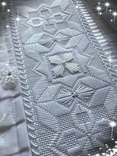 Hardanger Embroidery, White Embroidery, Hand Embroidery, Needlepoint Patterns, Embroidery Patterns, Huck Towels, Baroque Design, Fabric Bracelets, Swedish Weaving