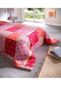 Ágytakaró Ezzel a takaróval nem csak Comforters, Blanket, Bed, Table, Furniture, Home Decor, Creature Comforts, Quilts, Decoration Home