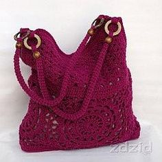 Elegante borsa  would you please share the pattern with me please ,, also you have a pink back pack on you page do you have that pattern to my granddaughter would just love that