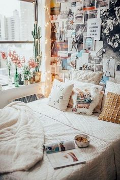 46 Sweety Dorm Room Decorating Ideas on A Budget # Room Decor Bedroom Budget Decorating decoratingideas decoration Dorm Ideas Room Sweety Stylish Bedroom, Cozy Bedroom, Home Decor Bedroom, Modern Bedroom, Bedroom Ideas, Bedroom Designs, Master Bedroom, Bedroom Red, Bedroom Simple