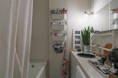 Трёхкомнатная студия сведром вместо раковины вванной Bathroom Inspiration, Home Living Room, Decorative Items, Interior, Closet, Home Decor, Ideas, House, Living Room
