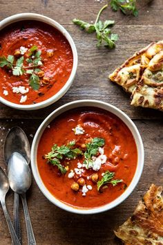 (almost vegan) Creamy Moroccan Tomato Soup. that easy weeknight soup that's quick, healthy, and actually delicious too. it's creamy, a little bit spicy, topped with crispy chickpeas and a spr… Vegan Tomato Soup, Tomato Soup Recipes, Vegan Soup, Healthy Soup, Healthy Recipes, Tomato Tomato, Easy Recipes, Milk Recipes, Vegetarian Soup