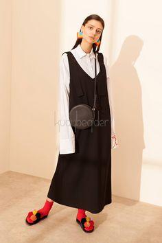 Keys to the Perfect - Kuaybe Gider - Siyah Yolo Jile - Photo Design Hijab Fashion, Diy Fashion, Fashion Show, Vintage Fashion, Womens Fashion, Hijab Office, Hijab Chic, Jumper Dress, Hijab Outfit