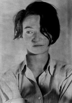 Marianne Breslauer (1909-2001) - German photographer during the Weimar Republic. Self-portrait 1929