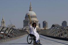 La antorcha olímpica recorre los lugares emblemáticos de Londres.