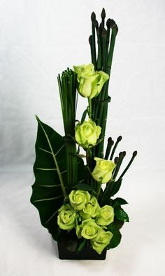 long and tall flower arrangements - Bing images Tall Flower Arrangements, Modern Floral Arrangements, Ikebana Flower Arrangement, Ikebana Arrangements, Tall Flowers, Church Flowers, Funeral Flowers, Flowers Garden, Exotic Flowers