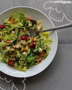 Low Carb Rezept für einen leckerer gemischten Salat mit Hähnchenbrust. Wenig Kohlenhydrate und einfach zum Nachkochen. Super für Diät/zum Abnehmen.