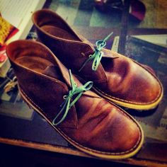Beeswax desert boots + green laces by Benjos.