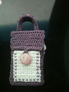 A crocheted player holder for my niece with a little pocket to hold her headphones. Cord Holder, Lady Dior, Mp3 Player, Ideas Para, Straw Bag, Headphones, Pocket, Projects, Bags