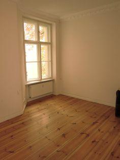 Das Wohnhaus Nürnberger Strasse wurde im Jahr 2004 liebevoll saniert. Entstanden sind 40 prächtig sanierte Altbauwohnungen mit schönen Küchen, luxuriös ausgestatteten Bädern und Dielenfußböden. Wohn-und Gewerbeeinheiten.  Die Wohnungen sowie Gewerbeeinheiten sind über einen Aufzug erreichbar. Miete: 940,00 €