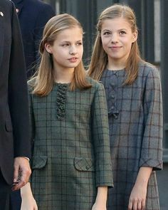 King Felipe VI, Queen Letizia, Crown Princess Leonor and Infanta Sofía attended the celebration of 40 years of The Spanish Cóntitution ( December Princess Letizia, Queen Letizia, Spanish Royal Family, Elegant Girl, Country Fashion, Celebrity Kids, Princess Outfits, Royal Fashion, Little Girl Dresses