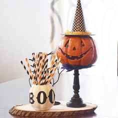 What's great about using smaller kids' Halloween decor pieces (as in this case) is that they keep the Halloween theme from going overboard but still pack plenty of fun. Sac Halloween, Holidays Halloween, Vintage Halloween, Happy Halloween, Halloween Party, Halloween Inspo, Halloween 2019, Creepy Halloween Decorations, Halloween Themes