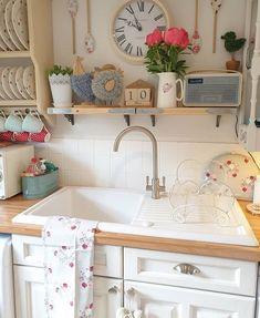 Home Decoration Ideas Handmade .Home Decoration Ideas Handmade 1940s Kitchen, Cosy Kitchen, Farmhouse Kitchen Decor, Country Kitchen, Vintage Kitchen, Kitchen Sink, Cottage Living Rooms, Cottage Kitchens, Home Decor Signs