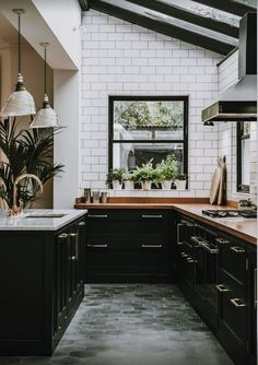 Transcendent Kitchen cabinets layout ideas tips,Small kitchen design plans layouts and Kitchen remodel jacksonville fl tricks. Modern Farmhouse Kitchens, Black Kitchens, Cool Kitchens, Kitchen Black, Farmhouse Sinks, Farmhouse Style, Dream Kitchens, European Kitchens, Farmhouse Ideas