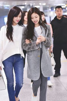 BLACKPINK Jennie & Jisoo at Gimpo Airport