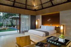 The Balé in Nusa Dua, Bali is a luxury boutique hotel. The Balé hotel in Bali offers stylish design villas, restaurants, a spa & a beach club on Geger Beach. Bali Bedroom, Master Bedroom, Balinese Interior, Hotel Lobby Design, Luxury Rooms, Luxury Hotels, Luxurious Bedrooms, Interior Architecture, Interior Design