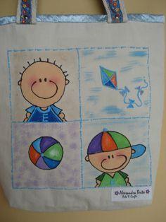 """https://flic.kr/p/bAWQJK   Bolsa teen - 0001 - M   Tote bag confeccionada em Lona 100% algodão e forrada com oxford light e cetim. Esta bolsa sugere """"menino"""".  Medidas: 40x37x8 cm"""