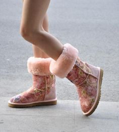 You won't find cheaper UGG boots and footwear anywhere else than Get The Label! Save up to on women's and girls' styles of the iconic Ugg. Teen Fashion, Fashion Shoes, High Fashion, Casual Outfits, Cute Outfits, Work Outfits, Spring Outfits, Winter Outfits, Ugg Boots Sale