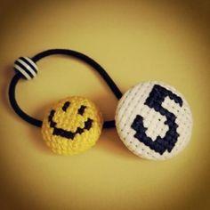 生地をくるんで作る【くるみボタン】、100均でもいろんなキットが売っています。 ボタンとして使うだけじゃなく、ヘアゴムなどのアクセサリーにも使える 刺繍やビーズでアレンジしたオリジナルのボタンを作ってみませんか?