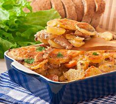Rakott csirkemell hagymás krumplival és paradicsommal - Nem kell külön köret