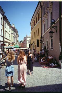 https://flic.kr/p/K3QLZj | Walking at the Flea Market | Old Town Lublin, Poland, July 2016  Olympus XA2, D.Zuiko 35mm F3.5, Kodak ColorPlus 200  Facebook page www.facebook.com/the.urban.photos