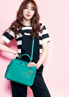 Yoon Eun Hye for Samantha Thavasa Spring/Summer 2014 Ad Campaign Kim So Eun, Kim Sejeong, Blue And White Jeans, Princess Hours, Yoon Eun Hye, Campaign Fashion, Cute Korean Girl, Asian Celebrities, Medium Hair Cuts