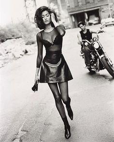 Vogue uk by sante d'orazio, 1991 aesthetics in 2019 haine, p 90s Fashion, Runway Fashion, Fashion Models, Vintage Fashion, Fashion Outfits, Vogue Models, Vogue Fashion, Couture Fashion, Fashion Rings